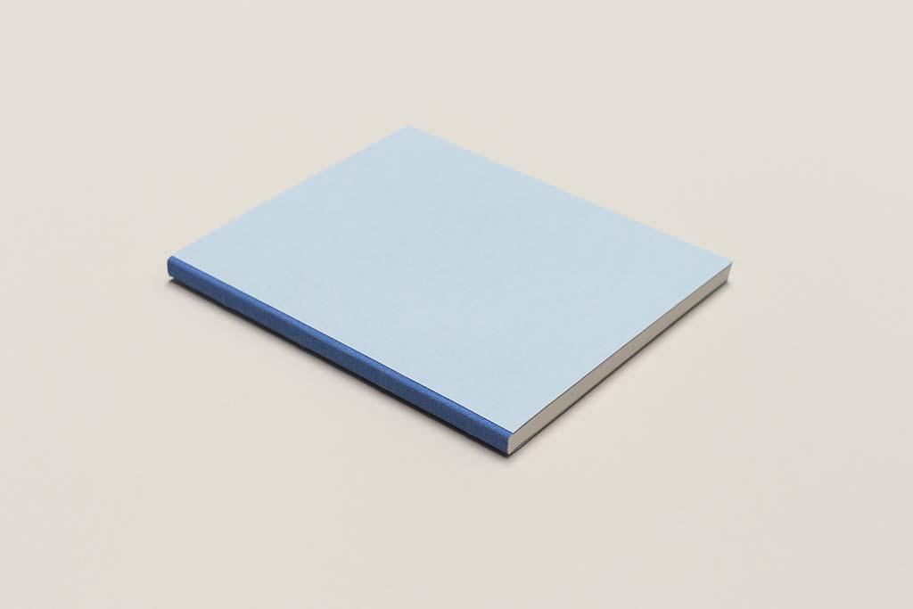 voala_unique_modrý sešit s plátnem_recyklovaný papír